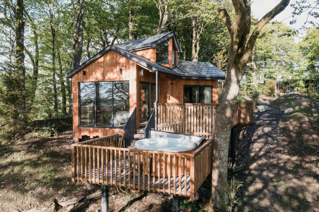 Treehouse with Hot Tub in Wales
